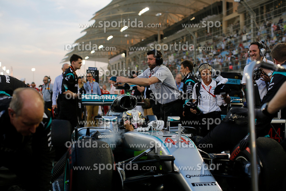 03.04.2016, International Circuit, Sakhir, BHR, FIA, Formel 1, Grand Prix von Bahrain, Rennen, im Bild Lewis Hamilton (GBR) Mercedes-Benz F1 W07 Hybrid on the grid with race engineer Peter Bonnington (GBR) Mercedes AMG F1 // during Race for the FIA Formula One Grand Prix of Bahrain at the International Circuit in Sakhir, Bahrain on 2016/04/03. EXPA Pictures &copy; 2016, PhotoCredit: EXPA/ Sutton Images/ Gasperotti/<br /> <br /> *****ATTENTION - for AUT, SLO, CRO, SRB, BIH, MAZ only*****