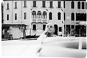 Kenneth Jay Lane in Venice for the Save Venice week. Venice. 1991. © Copyright Photograph by Dafydd Jones 66 Stockwell Park Rd. London SW9 0DA Tel 020 7733 0108 www.dafjones.com