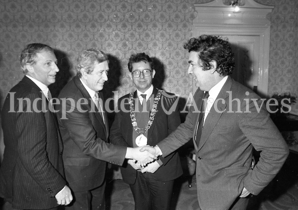"John Hume, Dr Garret Fitzgerald and Lord Mayor of Dublin Michael O'Halloran, at the Launch of the book ""John Hume Statesman of the Troubles"" at the Mansion House, 31/01/1985 (Part of the Independent Newspapers Ireland/NLI Collection)."