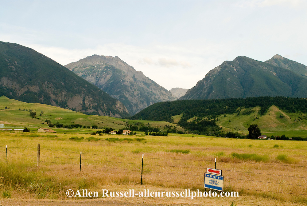 Land for sale, Paradise Valley, Absaroka Mountains, south of Livingston, Montana