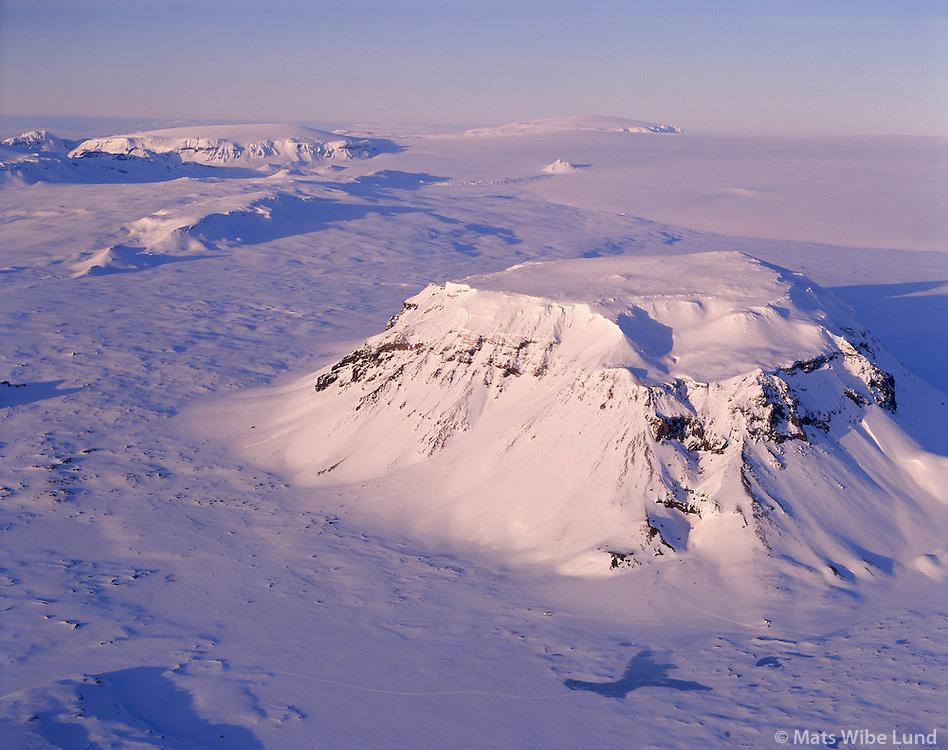 Hl&ouml;&eth;ufell, s&eacute;&eth; til nor&eth;urs  Langj&ouml;kull, loftmynd.<br /> Hlodufell viewing north towards Langjokull glacier. Aerial