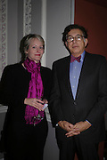 Stacey Pierson and Norman Kurland, Celebration honouring the arrival of Deborah Swallow, director, Courtauld Institute of Art. Courtauld Gallery. Somerset House. 9 December 2004. ONE TIME USE ONLY - DO NOT ARCHIVE  © Copyright Photograph by Dafydd Jones 66 Stockwell Park Rd. London SW9 0DA Tel 020 7733 0108 www.dafjones.com