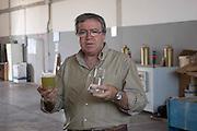 Foto di Donato Fasano Photoagency, nella foto : 13 07 2009 Bari Fluidotecnica zona industriale inventori della macchina che scinde l'olio dall'acqua nella foto michele sanseverino mostra  l'acqua ed il gasolio separato dall'acqua