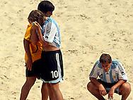 Football - FIFA Beach Soccer World Cup 2006 - Quarter Final - ARG X URU  - Rio de Janeiro - Brazil 09/11/2006<br />Ezequiel Hilaire (10) Cesar Mendonza (GK) and Luciano Franceschini (4)  reacts after lose tha match - Event Title Board Mandatory Credit: FIFA / Ricardo Moraes