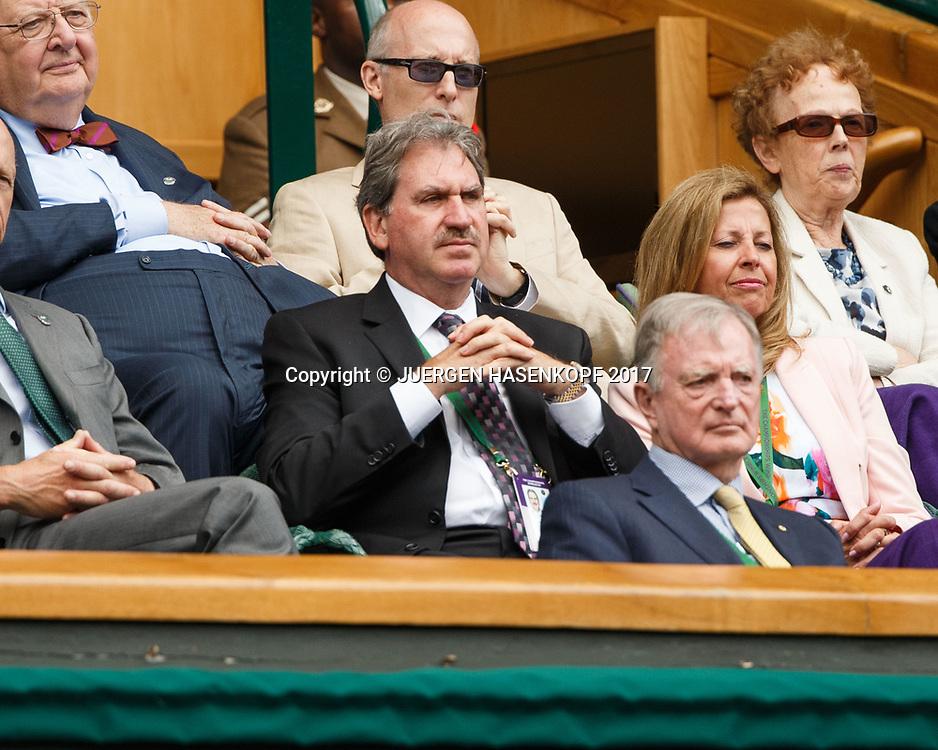 Wimbledon Feature, ITF Praesident David Haggerty (Mitte) in der Royal Box, Ehrentribuene,<br /> <br /> Tennis - Wimbledon 2017 - Grand Slam ITF / ATP / WTA -  AELTC - London -  - Great Britain  - 12 July 2017.