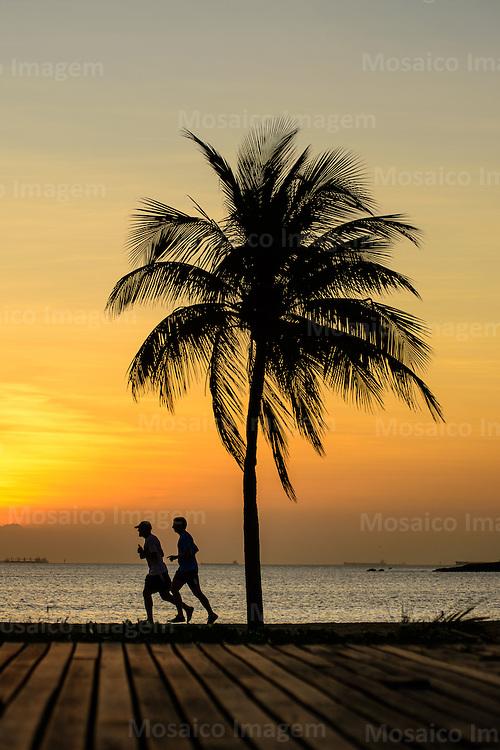 Brasil - Vitoria - Espirito Santo - Vista da Praia de Camburi ao Nascer do Sol - Foto: Gabriel Lordello/ Mosaico Imagem
