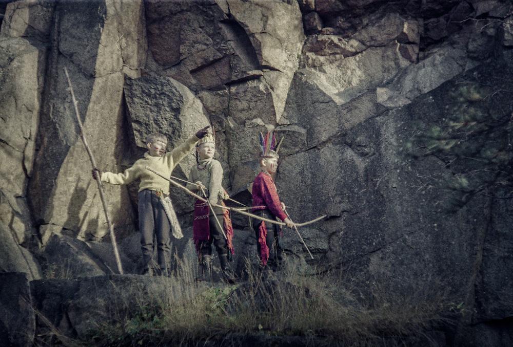 Tre unga indianer i Jungfrudansen i Stockholm