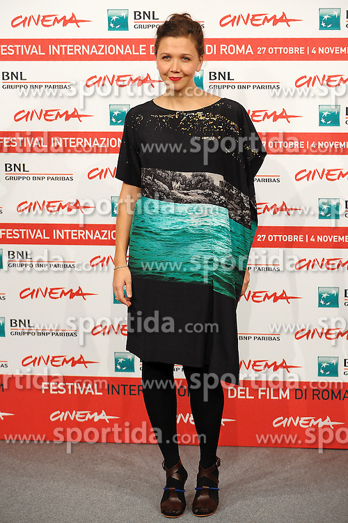 28.10.2011, Auditorium Parco Della Musica, Rom, ITA, Interationales Filfestival Rom 2011, im Bild Maggie GYLLENHALL mit dem Film, Hysteria // Maggie GYLLENHALL during Photocall for the Film 'Hysteria' at International Rome Film Festival at Auditorium Parco Della Musica, Rome, Italy on 28/10/2011. EXPA Pictures © 2011, PhotoCredit: EXPA/ InsideFoto/ Andrea Staccioli +++++ ATTENTION - FOR AUSTRIA/(AUT), SLOVENIA/(SLO), SERBIA/(SRB), CROATIA/(CRO), SWISS/(SUI) and SWEDEN/(SWE) CLIENT ONLY +++++
