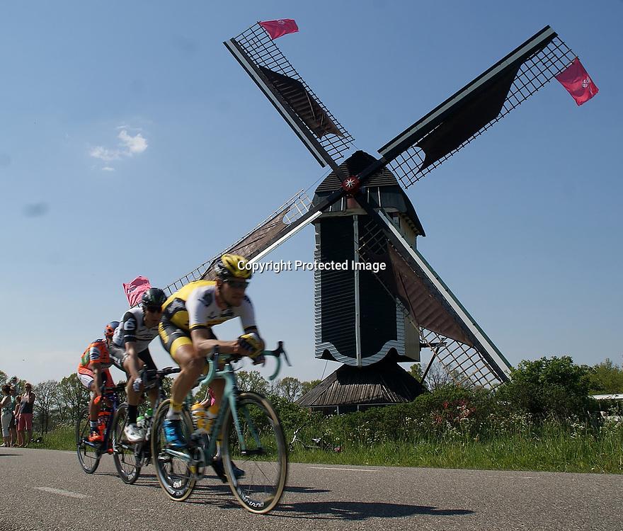 07-05-2016: Wielrennen: Giro: Nijmegen<br /> NIJMEGEN (NED) wielrennen <br /> Tussen Arnhem en Nijmegen reden de renners de eerste etappe van de 99e Giro Italia.