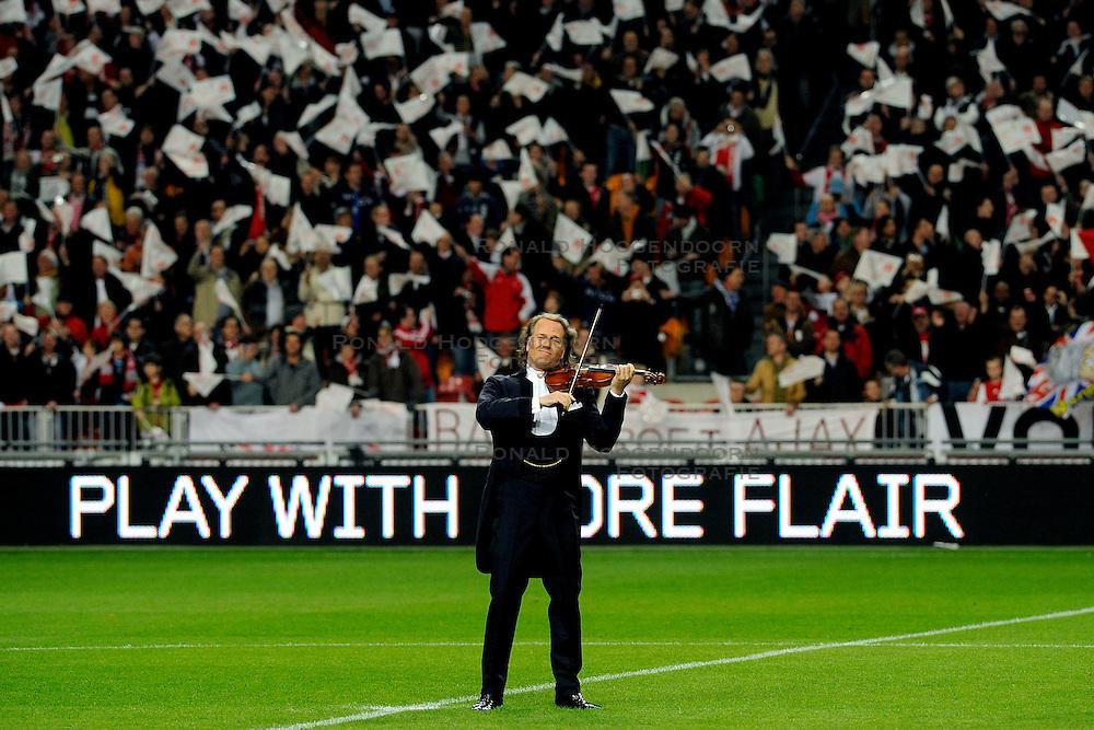 18-03-2009 VOETBAL: UEFA CUP: AJAX - OLYMPIQUE MARSEILLE: AMSTERDAM<br /> Ajax speelt gelijk, 2-2 in de verlenging, en is uitgeschakeld in Europa / Andre Rieu viool muziek<br /> &copy;2009-WWW.FOTOHOOGENDOORN.NL