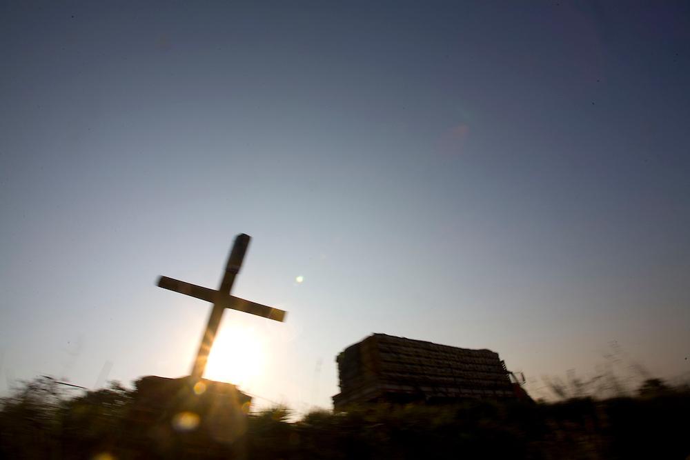 Curvelo_MG, Brazil.<br /> <br /> Na foto, cruzes as margens da BR 135, para lembrar os falecidos em acidente de transito em Curvelo, Minas Gerais.<br /> <br /> Crosses in the highway BR 135, to remember those who died in car accident in Curvelo, Minas Gerais.<br /> <br /> Foto: LEO DRUMOND / NITRO