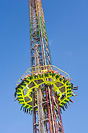 Europe, Germany, North Rhine-Westphalia, Ruhr area, Herne, the kermis in the district Crange [the kermis in Crange is the biggest fair in North Rhine-Westphalia], the freefall-tower Power Tower.....Europa, Deutschland, Nordrhein-Westfalen, Ruhrgebiet, Herne, die Cranger Kirmes im Stadtteil Crange [die Cranger Kirmes ist das groesste Volksfest in Nordrhein-Westfalen], Karussell, der Freifall-Turm Power Tower.....[For each usage of my images the General Terms and Conditions are mandatory.]