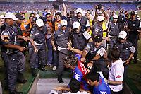 20091118: RIO DE JANEIRO, BRAZIL - South-American Cup 2009, Semi-Finals: Fluminense vs Cerro Porteno. In picture: players and security fighting at the end of the match. PHOTO: CITYFILES