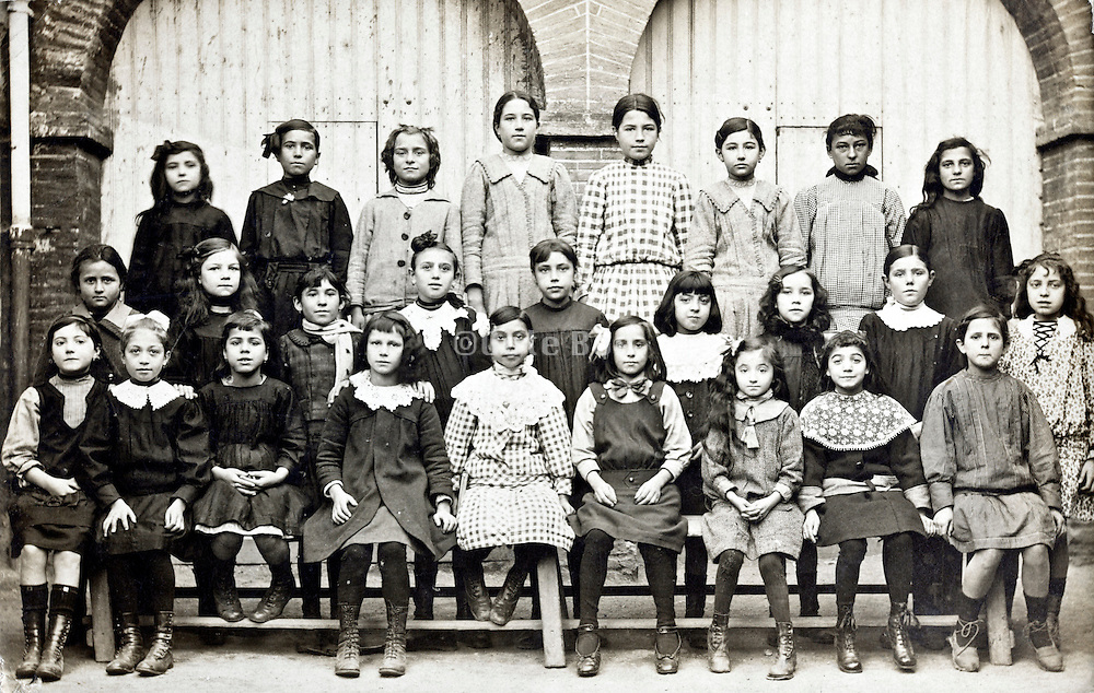 girls only school group portrait 1910s France