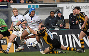 Wycombe, GREAT BRITAIN,  Baths, Eliota FUIMAONO-SAPOLU, looks for support after being tackled by Lawrance DALLAGLIO, during the Guinness Premiership game London Wasps v Bath Rugby, at Adams Park, Bucks  29/12/2007 [Mandatory Credit Peter Spurrier/Intersport Images]
