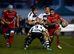 Alapati Leiua of Bristol Rugby takes on Darryl Veenendaal of Nottingham Rugby - Mandatory by-line: Robbie Stephenson/JMP - 06/04/2018 - RUGBY - The Bay - Nottingham, England - Nottingham Rugby v Bristol Rugby - Greene King IPA Championship