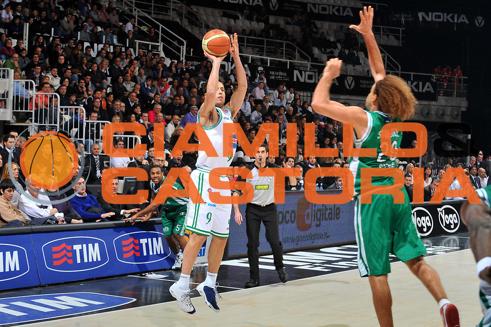 DESCRIZIONE : Bologna Final Eight 2009 Semifinale Montepaschi Siena Benetton Treviso<br /> GIOCATORE : Massimo Bulleri<br /> SQUADRA : Benetton Treviso<br /> EVENTO : Tim Cup Basket Coppa Italia Final Eight 2009<br /> GARA : Montepaschi Siena Benetton Treviso<br /> DATA : 21/02/2009<br /> CATEGORIA : tiro<br /> SPORT : Pallacanestro<br /> AUTORE : Agenzia Ciamillo-Castoria/A.Dealberto