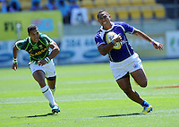 Samoa's Alatasi Tupou trybound against South Africa at the IRB International Rugby Sevens, Westpac, Wellington, New Zealand, Friday, February 01, 2013. Credit:SNPA / Ross Setford