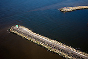 Nederland, Zuid-Holland, Scheveningen, 18-03-2009; Havenhoofden beschermen de vissershaven, havenlichten aan stuurboord en bakboord. Piers protect the port, lighthouses on port side and starboard..Swart collectie, luchtfoto (toeslag); Swart Collection, aerial photo (additional fee required); .foto Siebe Swart / photo Siebe Swart