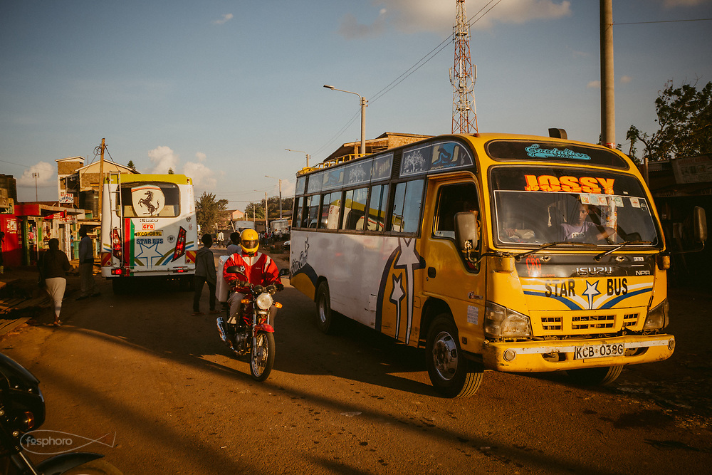 Kenia 2017: Matatu in Kabiria Road