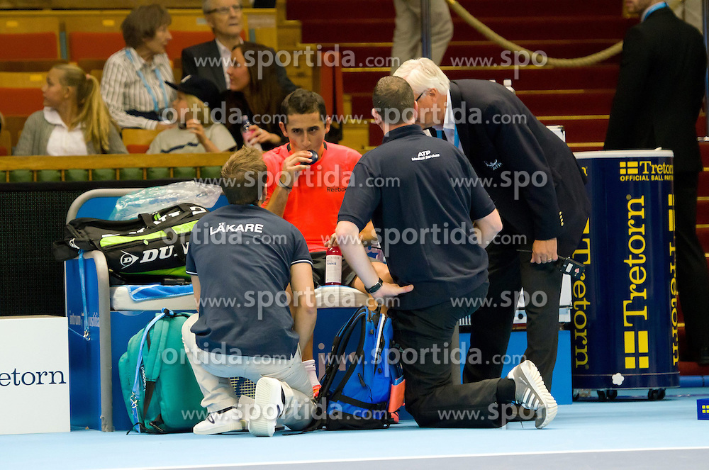 20.10.2012, Kungliga Tennis Halle, Stockholm, SWE, ATP, Stockholm Open, im Bild Almagro slightly injured and need some medical assistance// during the ATP Stockholm Open at the Kungliga Tennis Halls, Stockholm, Sweden on 2012/10/20. EXPA Pictures © 2012, PhotoCredit: EXPA/ PicAgency Skycam..***** ATTENTION - OUT OF SWE *****