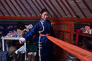 Mongolia. preparing new year in Gambolt family. cattle breeder in Uyanga area during Tsagaan sar, mongol new year, called white month  aymak -   / preparation du nouvel an, dans la yourte de la famille  Gambolt . famille d'eleveurs dans la region de Uyanga. pendant Tsagaan sar, nouvel an mongol le mois blanc,   ovorkangai province - Mongolie / L0009102D