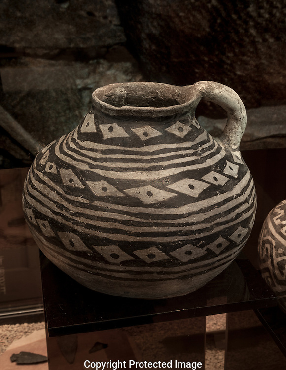 Ancestral Puebloan pot found in cave in Grand Canyon, AZ