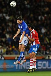 Football - soccer: FIFA World Cup South Africa 2010, Italy (ITA) - Paraguay (PRY), IL PARAGUAIANO Christian Riveros SBATTE LA FACCIA SULLA SCHIENA DI RICCARDO MONTOLIVO
