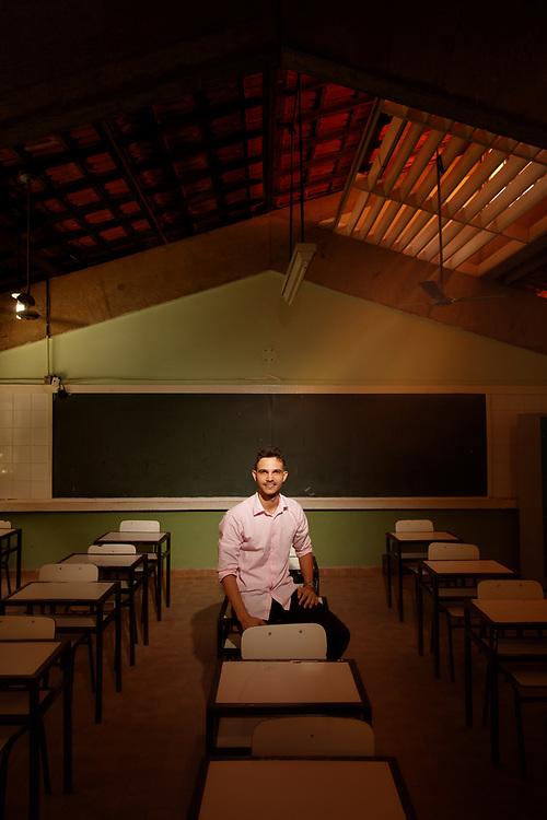 Nova Venecia - ES, BRASIL - March 13 of 2017: Wemerson Nogueira, 26 anos, professor da rede pública de ensino do estado do Espírito Santo, posa para foto em sala de aula da escola EMEF Dr. Adalton Santos. Wemerson é um dos dez finalistas do prêmio Global Teacher Prize. Foto: Caio Guatelli