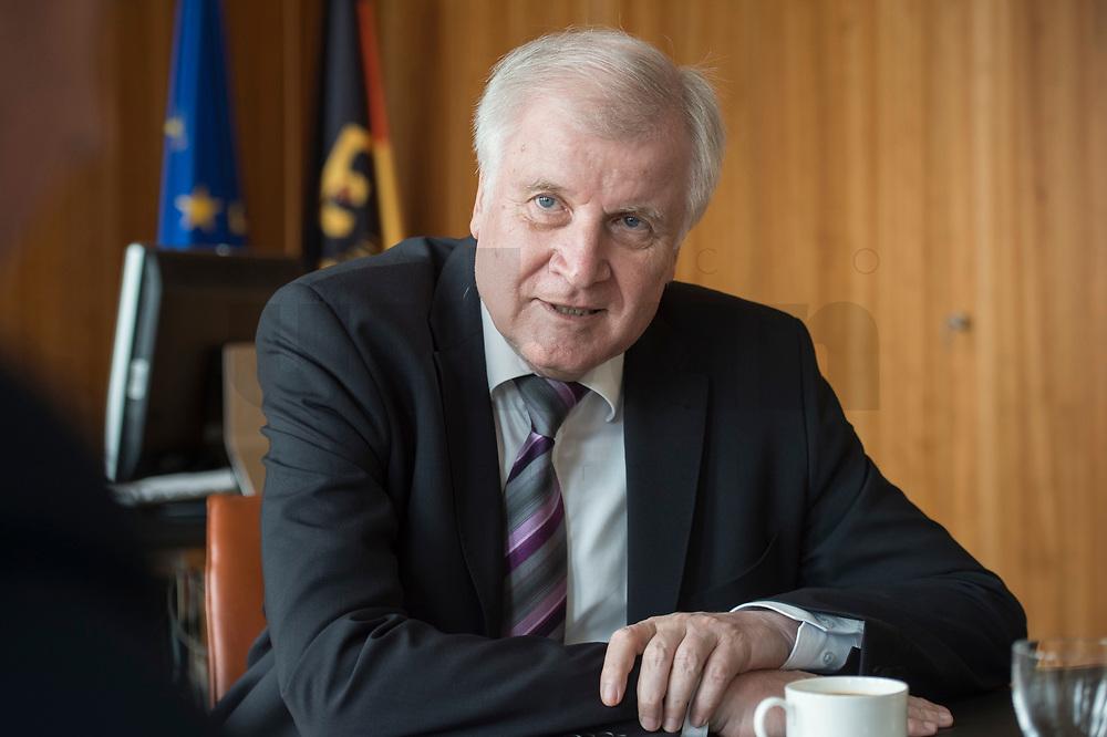 20 JUN 2018, BERLIN/GERMANY:<br /> Horst Seehofer, CSU, Bundesinnenminister, waehrend einem Interview, in seinem Buero, Bundesministerium des Inneren<br /> IMAGE: 20180620-02-015<br /> KEYWORDS: Büro
