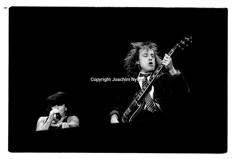 G&ouml;teborg 19910323 Scandinavium<br /> AC/DC<br /> Angus Young och Brian Johnson<br /> <br /> <br /> FOTO JOACHIM NYWALL KOD0708840825<br /> COPYRIGHT JOACHIMNYWALL:SE<br /> <br /> ****BETALBILD****<br />  <br /> Redovisas till: Joachim Nywall<br /> Strandgatan 30<br /> 461 31 Trollh&auml;ttan<br />  Prislista: BLF, om ej annat avtalats