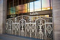 DEU, Deutschland, Germany, Berlin, 18.03.2020: Geschlossenes KaDeWe, Kaufhaus des Westens, auf dem Kurfürstendamm. Auswirkungen der Pandemie, Coronavirus (Covid-19), Corona auf das öffentliche Leben in Berlin. Bis auf wenige Ausnahmen müssen die meisten Geschäfte ab heute schließen.