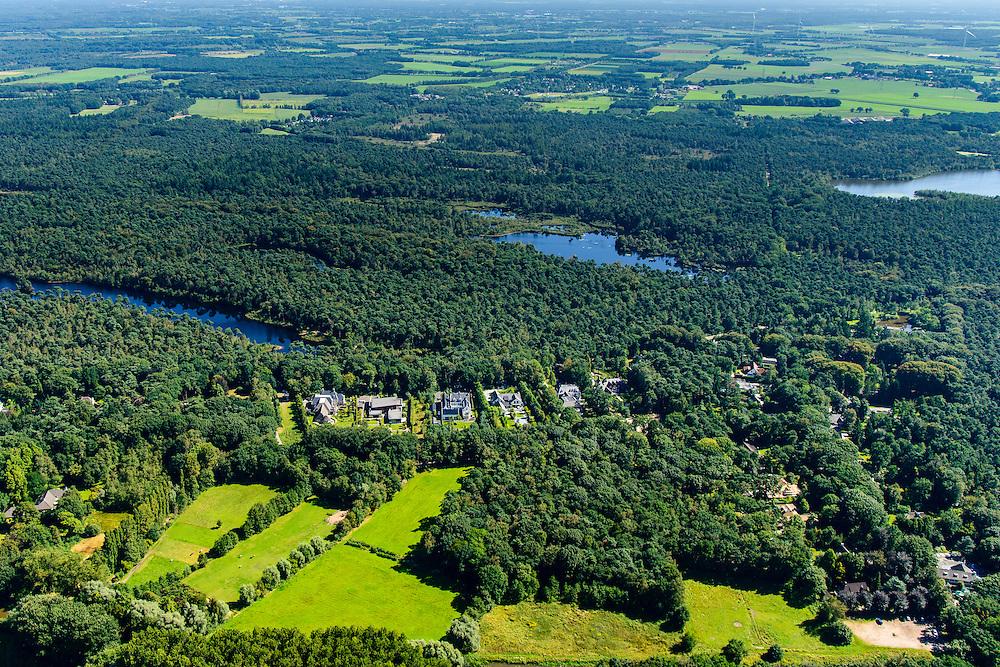Nederland, Noord-Brabant, Oisterwijk, 23-08-2016; Oisterwijkse Bossen en Vennen; villawijk omgeven door vennen, op de grens met de Kampina (natuurgebied)<br /> Residential area surrounded by ponds, on the border with the Kampina nature reserve.<br /> Speelland Beekse Bergen, attractiepark en speeltuin.<br /> Playland Beekse Bergen, amusement park and playground.<br /> aerial photo (additional fee required); <br /> luchtfoto (toeslag op standard tarieven);<br /> copyright foto/photo Siebe Swart