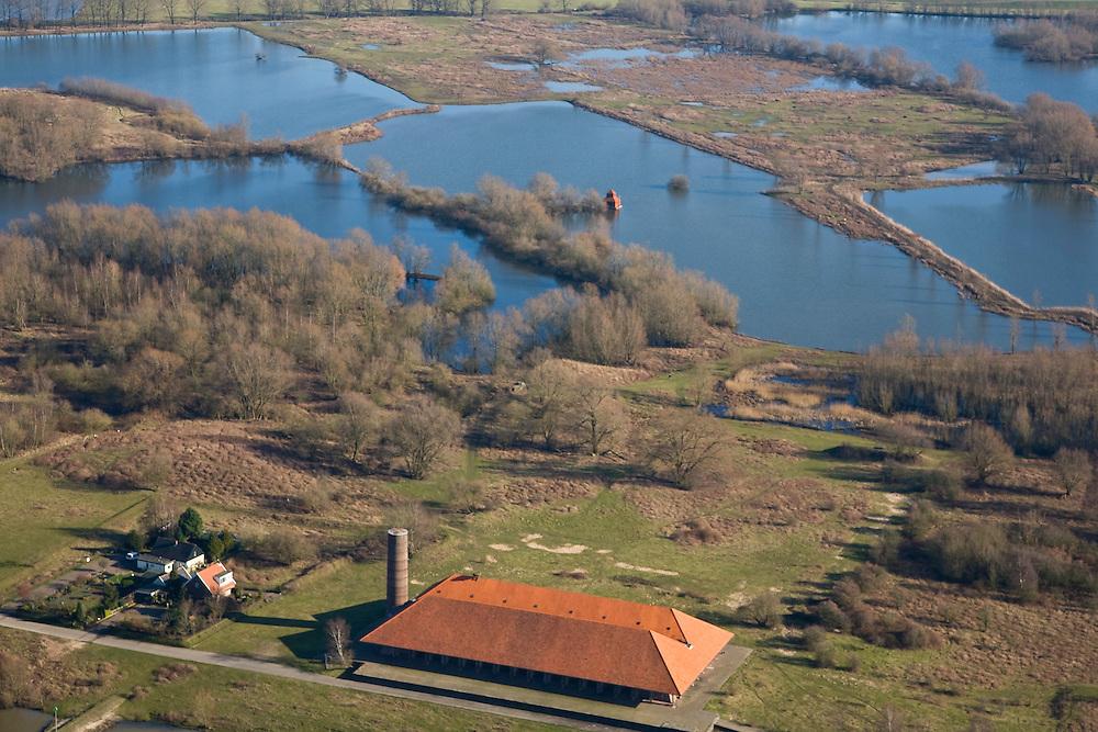 Nederland, Gelderland, Arnhem, 11-02-2008; Meinerswijk, voormalig steenfabriek in 'uiterwaardpark', nieuw natuurgebied gelegen aan de Rijn tegenover het centrum van Arnhem; kenmerkend voor dit natuurontwikkelingsgebied zijn de voormalige kleiputten; klei, plas, plassengebied, neder rijn, nederrijn, kleiput, klie, rivierklei..luchtfoto (toeslag); aerial photo (additional fee required); .foto Siebe Swart / photo Siebe Swart