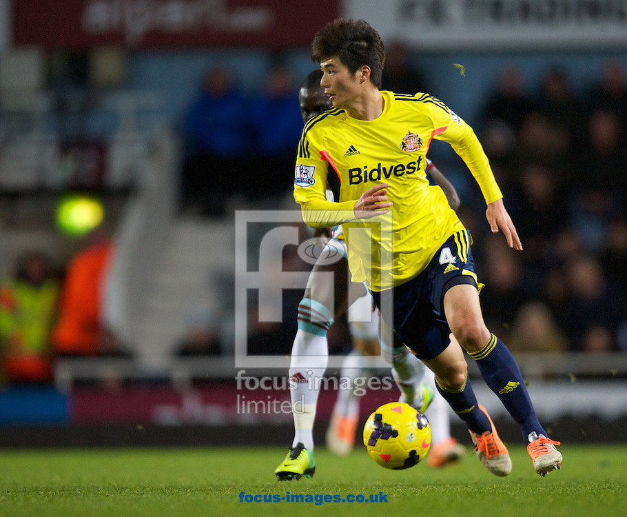 Picture by Alan Stanford/Focus Images Ltd +44 7915 056117<br /> 14/12/2013<br /> Ki Sung-Yeung of Sunderland during the Barclays Premier League match at the Boleyn Ground, London.