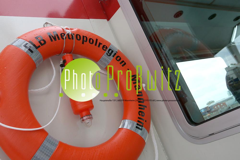 Mannheim. 30.08.12  <br /> Feature zum Feuerl&ouml;schboot auf dem Rhein vor der Rheingalerie<br /> <br /> Bild: Markus Pro&szlig;witz 30AUG12 / masterpress /