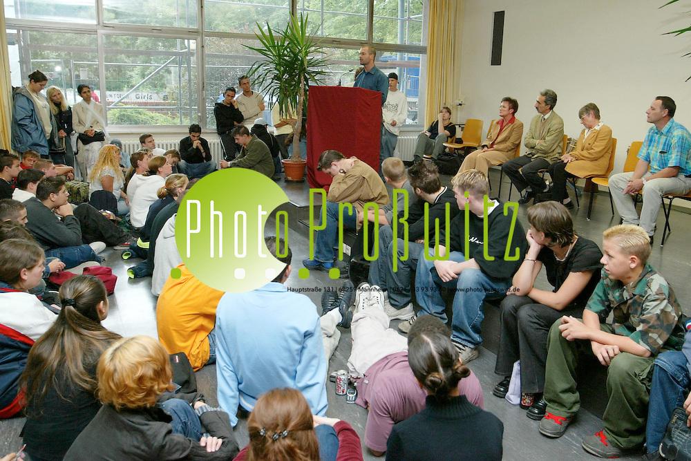 Mannheim. Justus von Liebig Schule. SMV in der Aula. &quot;Frieden unserer Zukunft&quot;<br /> <br /> Bild: Pro&szlig;witz
