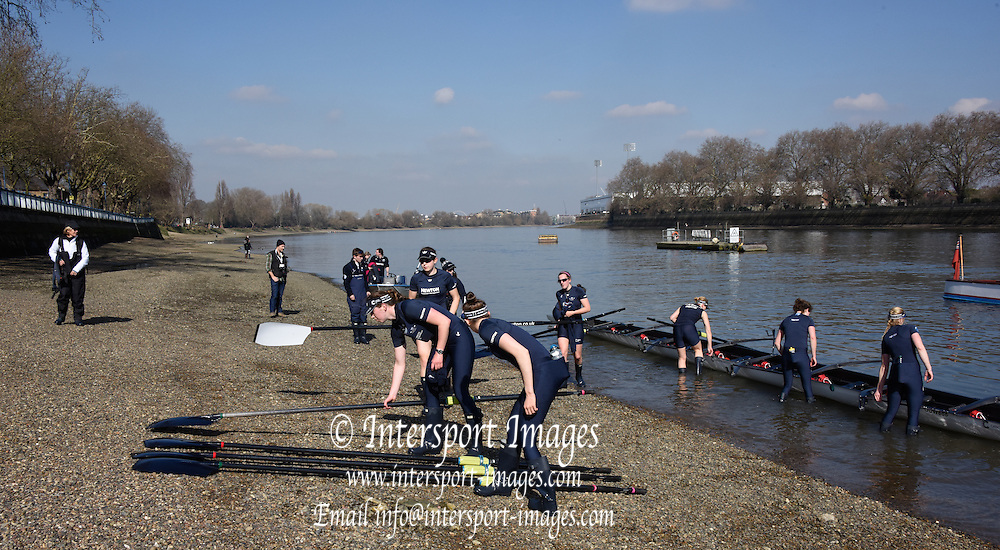 Putney. London,  Great Britain.<br /> OUWBC, Blue Blue. on the foreshore.<br /> 2016 Tideway Week, Putney. Putney Embankment, Championship Course. River Thames.<br /> <br /> Tuesday  22/03/2016 <br /> <br /> [Mandatory Credit; Intersport-images]