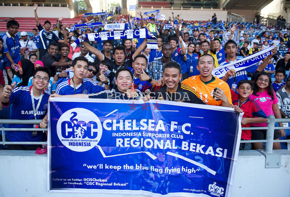 KUALA LUMPUR, MALAYSIA - Tuesday, July 19, 2011: Chelsea supporters during a training session at the National Stadium Bukit Jalil in Kuala Lumpur ahead of the club's preseason match aganst a Malaysia XI on their Asia Tour. (Photo by David Rawcliffe/Propaganda)
