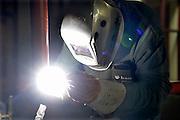 Nederland, Nijmegen, 18-8-2015Een lasser bezig met het maken van buizen voor een verwarmingsinstallatie.FOTO: FLIP FRANSSEN/ HOLLANDSE HOOGTE
