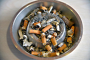 Nederland, Nijmegen, 17-3-2016 Asbak waar peuken van sigaretten in liggen. Ashtray where cigarette stubs lie in. Foto: Flip Franssen