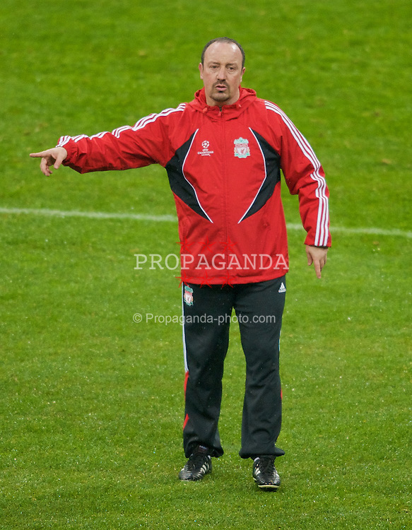 MILAN, ITALY - Monday, March 10, 2008: Liverpool's manager Rafael Benitez during training at the San Siro Stadium ahead of the UEFA Champions League First knockout round 2nd Leg match against FC Internazionale Milano. (Pic by David Rawcliffe/Propaganda)