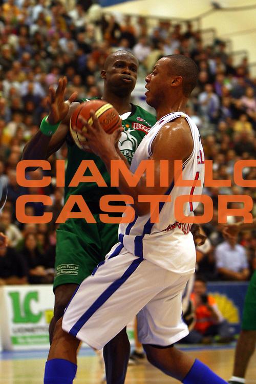 DESCRIZIONE : Capo Orlando Lega A1 2007-08 Pierrel Capo Orlando Montepaschi Siena <br /> GIOCATORE : Rolando Howell Benjamin Eze<br /> SQUADRA : Pierrel Capo Orlando<br /> EVENTO : Campionato Lega A1 2007-2008 <br /> GARA : Pierrel Capo Orlando Montepaschi Siena <br /> DATA : 30/12/2007 <br /> CATEGORIA : Penetrazione<br /> SPORT : Pallacanestro <br /> AUTORE : Agenzia Ciamillo-Castoria/J.Pappalardo