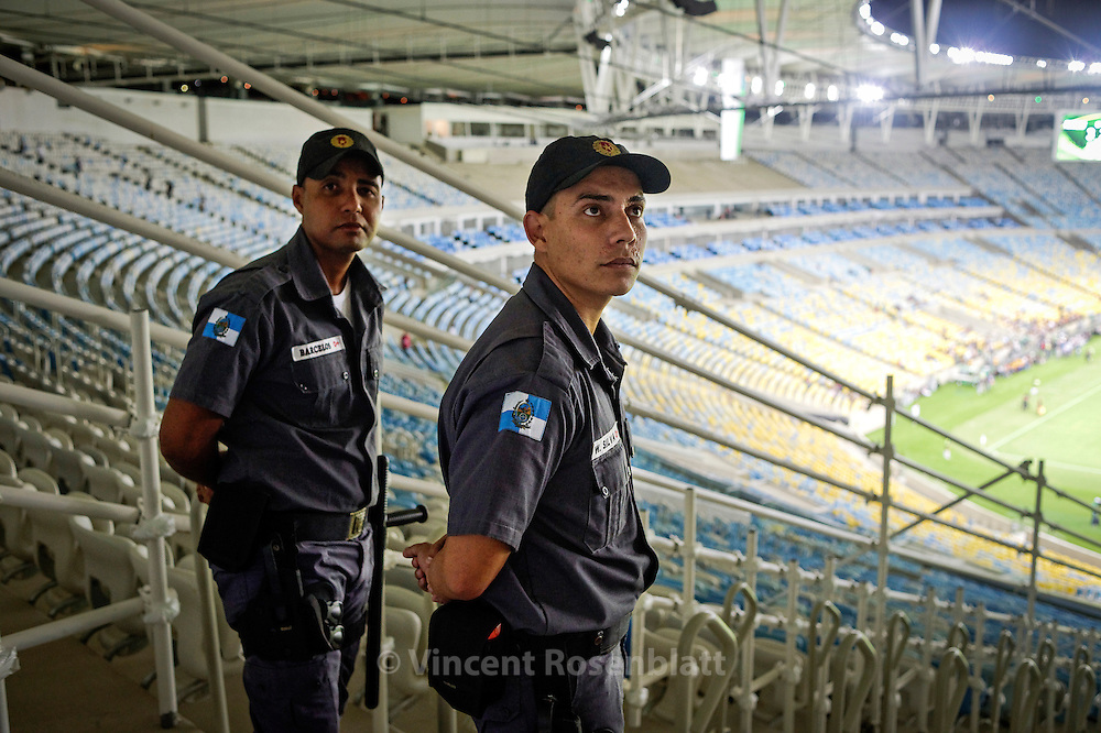 "Military Police. Reopening and test of the new Maracanã: construction workers and their families are invited to a meeting of retired players' friends of Ronaldo versus friends of Bebeto "". The stadium is tested at a third of its capacity."