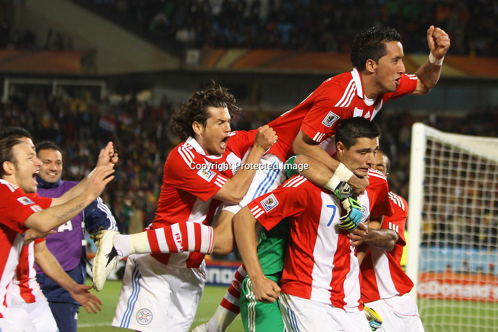 &copy;Jonathan Moscrop - LaPresse<br /> 29 06 2010 Pretoria/Tshwane ( Sud Africa )<br /> Sport Calcio<br /> Paraguay vs Giappone - Mondiali di calcio Sud Africa 2010 Ottavi di finale - Loftus Versfield Stadium<br /> Nella foto: esultanza del Paraguay dopo il rigore vincente di Oscar Cardoso <br /> <br /> &copy;Jonathan Moscrop - LaPresse<br /> 29 06 2010 Pretoria/Tshwane ( South Africa )<br /> Sport Soccer<br /> Paraguay versus Japan - FIFA 2010 World Cup South Africa Round of sixteen - Loftus Versfield Stadium<br /> In the Photo: Paraguay players celebrate after Oscar Cardozo scored the winning penalty