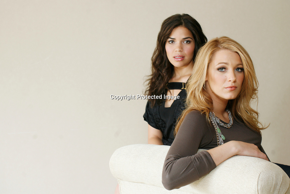 "Actresses Blake Lively and America Ferrera (L), stars of the film ""The Sisterhood of the Traveling Pants 2"" pose during a portrait session in New York, July 27, 2008. REUTERS/Keith Bedford (UNITED STATES)"