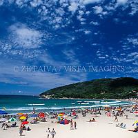 Verão na praia da Barra da Lagoa, Florianópolis, Santa Catarina, Brasil. foto de Ze Paiva/Vista Imagens