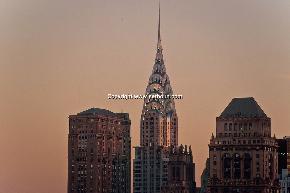 New York. elevated view on manhattan midtown. Chrysler building, and  other art deco buildings in midtown Manhattan/  Le Chrysler building et les immeubles art deco de midtown ;