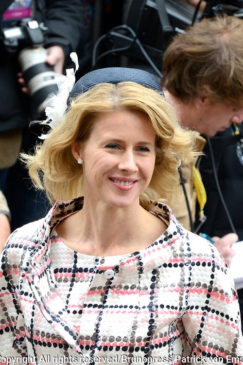 Prinsjesdag 2013 - Aankomst Parlementari&euml;rs bij de Ridderzaal op het Binnenhof.<br /> <br /> Op de foto:  Tweede Kamerlid van het CDA Mona Keijzer