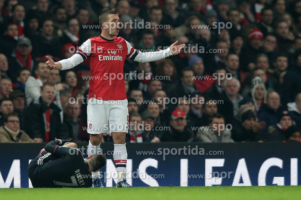 19.02.2013, Emirates Stadion, London, ENG, UEFA Champions League, FC Arsenal vs FC Bayern Muenchen, Achtelfinale Hinspiel, im Bild, Lukas PODOLSKI (FC Arsenal London - 9) aergert sich nachdem der Schiedsrichter Svein Oddvar MOEN (Norwegen) Foul an Franck RIBERY (FC Bayern Muenchen - 7) entschieden hat // during the UEFA Champions League last sixteen first leg match between Arsenal FC and FC Bayern Munich at the Emirates Stadium, London, Great Britain on 2013/02/19. EXPA Pictures © 2013, PhotoCredit: EXPA/ Eibner/ Gerry Schmit..***** ATTENTION - OUT OF GER *****